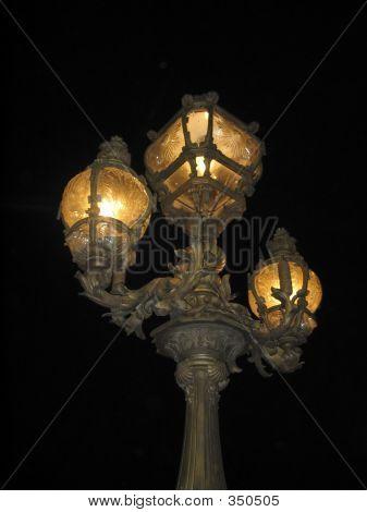 Straßenlampe in Nacht