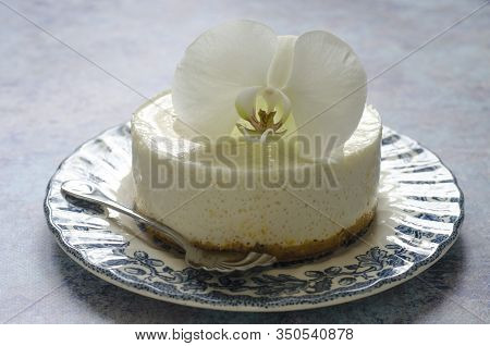 No Baking Cheesecake On A Blue Plate With Orchid