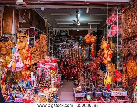 Chaozhou/china-02 April 2018:chinese Traditional Shop On Paifeng Street Old Town In Chaozhou City Ch