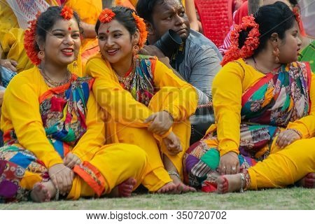 Kolkata, India - 1st March, 2018 : Bengali Girl Dancers Dressed In Sari, Traditional Indian Dress Wi