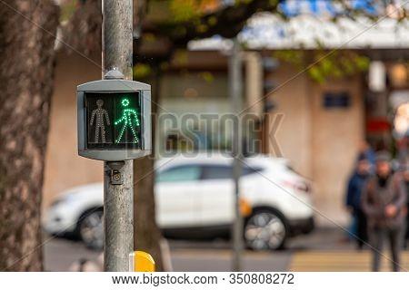 Pedestrian Semaphore With A Permissive Green Signal - Image