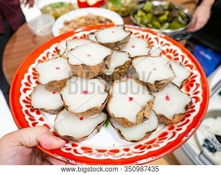 Dessert Name Is Khanom Kheng In The Auspiciousness Of Thai People Of Chinese Descent In Thailand,put