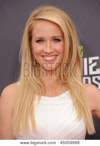 LOS ANGELES - APR 14:  Anna Camp arrives to the Mtv Movie Awards 2013  on April 14, 2013 in Culver City, CA.