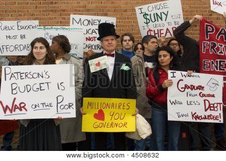 Protestando