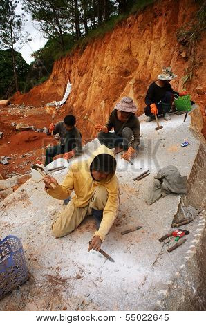 Workers Carve Out Large Stone By Hammer And Splitter