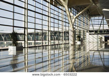 shanghai: interior of airport terminal building