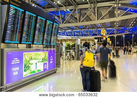 BANGKOK - APRIL 4  Passengers checking the flight schedule on airport charts at Suvarnabhumi Airport