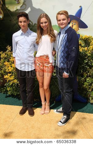 LOS ANGELES - MAY 3:  Teo Halm, Ella Wahlestedt, Reese C. Hartwig at the