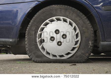 Flat aged tire
