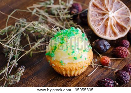Muffin with thyme and dry lime