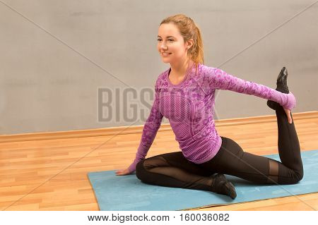 Fitness, Stretching Practice, Attractive Young Woman Working Out, Doing Balance Exercise Bird Dog, S