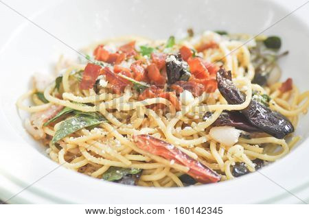 spicy spaghetti spaghetti with bacon and chili dish