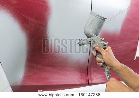 Auto body repair series : Spraying primer