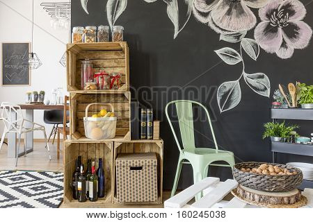 Crate Regale And Chalkboard