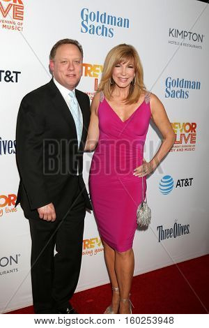 LOS ANGELES - DEC 4:  Steve Fenton, Leeza Gibbons at the TrevorLIVE Los Angeles 2016 at Beverly Hilton Hotel on December 4, 2016 in Beverly Hills, CA