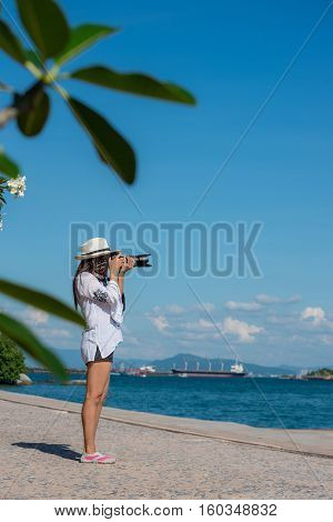 Women Travelers Using The Camera.woman Relax On The Sea; In Front Of Her Is The Sea.