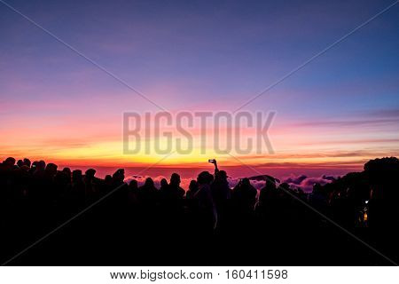 sun rise at view point and many tourists.