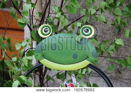 Decorations for the Garden / Decorative frog in the garden .