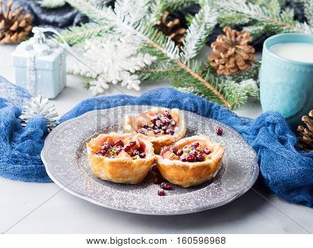 Christmas Mini Apple Pies With Pomegranate Seeds