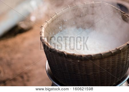 Traditional bamboo steamer Put on a pot of boiling water For steamed rice