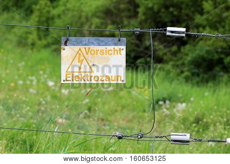 Electric fence / text: Caution, electric fence!