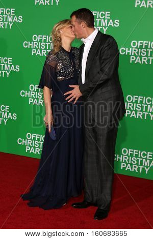 LOS ANGELES - DEC 7:  Molly Sims, Scott Stuber at the