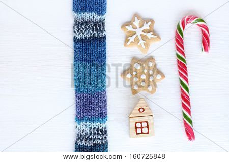 flat layout of the various items laid out in a specific order on a light wooden surface / invitation to the Christmas parties