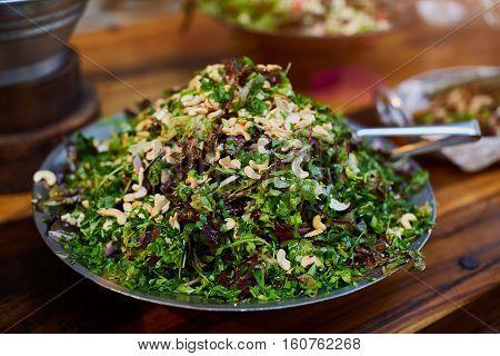 Organic Spring Mix Lettuce, baby greens salat, cashew