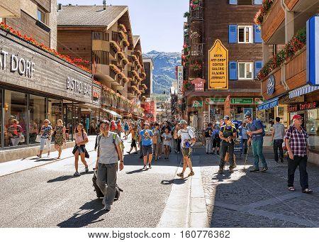 Tourists At Center Of Zermatt Valais