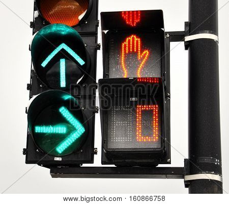 Circulation lights ; Arrow up to go forward and arrow right to turn right. A stop sign with the red hand and countdown at 0.
