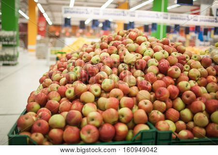 Red apples on the shelf in the supermarket