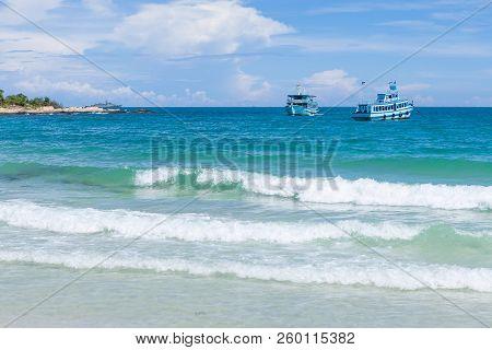 Sea Wave Foam And White Sand Beach On Mu Koh Samet (samet Island), Khao Laem Ya National Park, Rayon