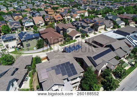 Solar Panels On Rooftops Of Modern Homes In East Austin Community Mueller Modern And Luxury Houses W