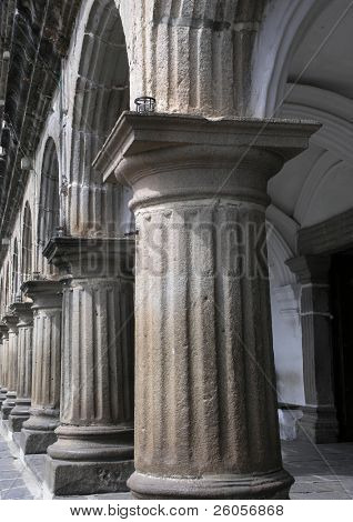 columns antigua   guatermala