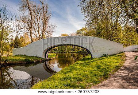 Lady Capel S Bridge (grand Union Canal Bridge No 163), In Cassiobury Park, Watfrord,  Hertfordshire,