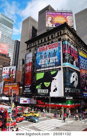 NEW YORK CITY, NY - 5 SEP: Times Square street view en 05 de septiembre de 2011 en la ciudad de Manhattan, Nueva York