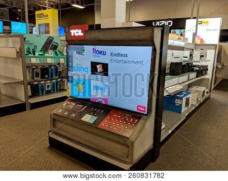 Honolulu - July 8, 2018:  Tcl Roku Tv On Display At Best Buy. The Roku Streaming Player, Or Simply R