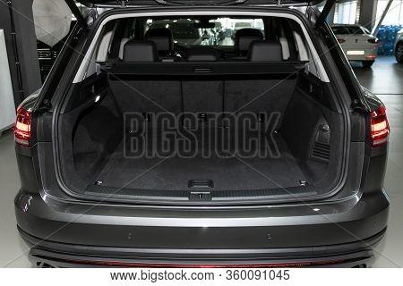 Novosibirsk, Russia - April  02, 2020  Volkswagen Touareg, Close-up Of The Open Trunk, Headlight, Bu