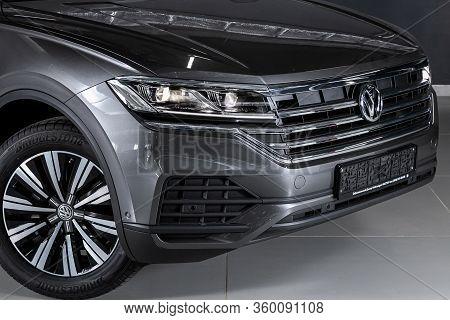 Novosibirsk, Russia - April  02, 2020  Volkswagen Touareg, Close-up Of The Headlight, Bumper, Wheel,