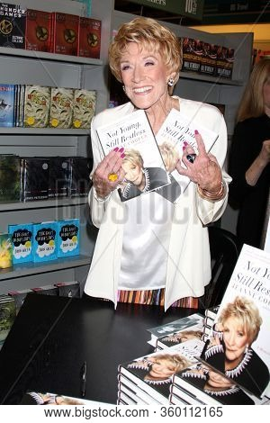 LOS ANGELES - SEP 22:  Jeanne Cooper at the Jeanne Cooper Book Signing at the Bookstar on September 22, 2012 in Studio City, CA