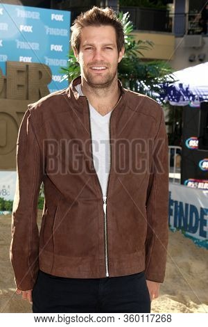 LOS ANGELES - JAN 9:  Geoff Stults at the