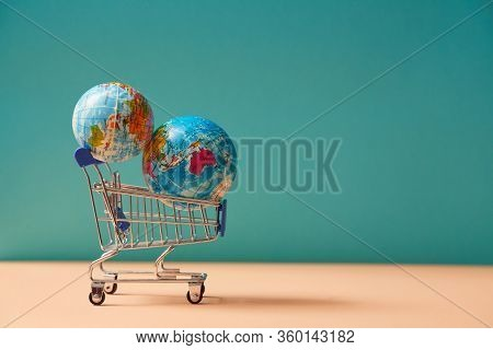 Global Delivery Service. Worldwide Transportation. Online Shopping, E-commerce. Delivery Service. Tr