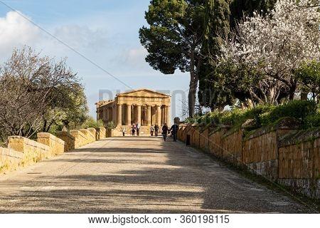 Agrigento, Sicily - February 10, 2020: Tourists On A Road In Front Of The Tempio Della Concordia In