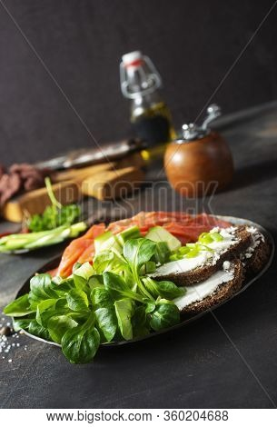 Salmon With Bread And Creamcheese
