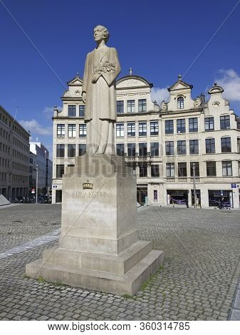 Belgium, Brussels - 06th June, 2019: Statue Of Queen Elizabeth In Brussels. Old Town.
