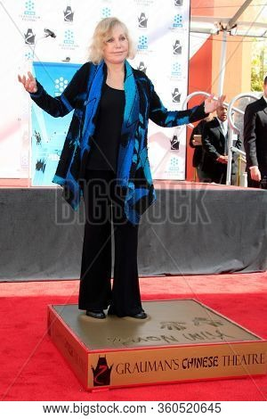 LOS ANGELES - APR 4:  Kim Novak at the Kim Novak Hand and Foot Print Ceremony at the Grauman's Chinese Theatre on April 4, 2012 in Los Angeles, CA12