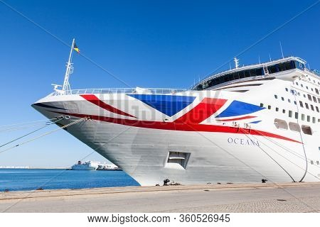 Cadiz, Spain - November 8:  P & O Cruise Ship Oceana Docked In Cadiz, Spain On November 8, 2016.  Oc