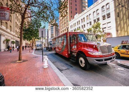 San Francisco, Usa - Sept 22, 2010: International Durastar Hybrid Electric Red Truck Of Arrowhead Di