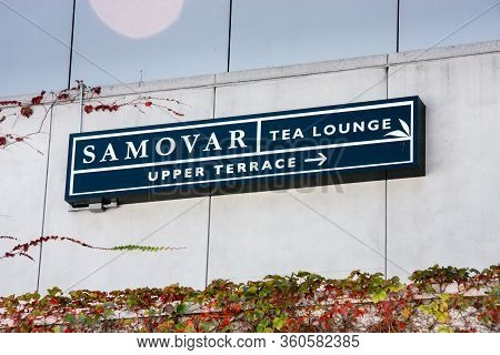 San Francisco, Usa - Sept 22, 2008: Address Plaque Pointing To Samovar Tea Lounge Cafe Located At Up