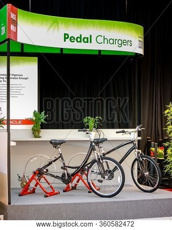 San Francisco, Usa - Sept 24, 2008: Ibm-sponsored Stand For Charging Batteries By Human Rotation Of